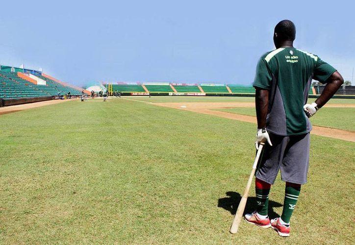 El mánager de Leones de Yucatán, Willie Romero, destaca que en su lineup hay un talentoso grupo de peloteros jóvenes y experimentados. (Milenio Novedades)