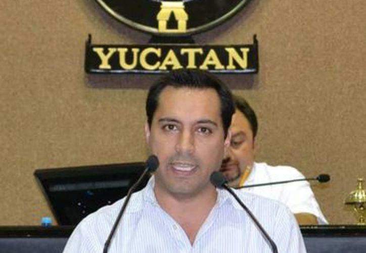 El diputado Mauricio Vila fue el encargado de dar el posicionamiento de la bancada panista respecto a las leyes municipales de Hacienda. (SIPSE)