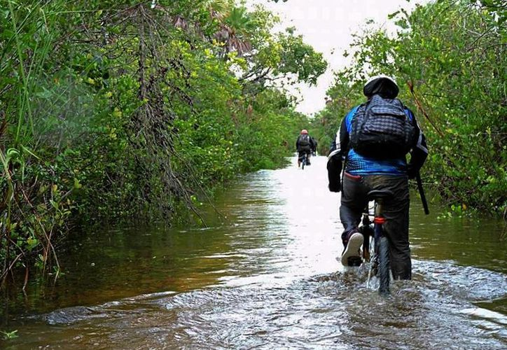 """El """"Desafío Saak Bej"""" (Camino Blanco), busca promover el turismo local y la concienciación del uso de vehículos no contaminantes. (Jesús Caamal/SIPSE)"""