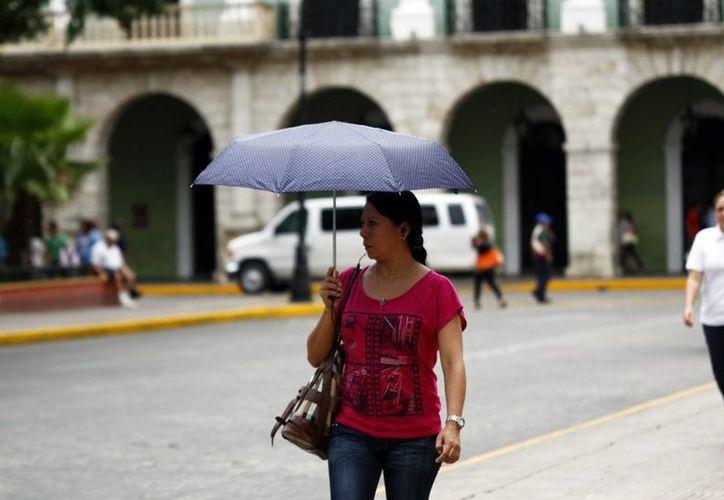 Aunque la perturbación tropical se aleja, los pronósticos de lluvias fuertes se mantienen. (Christian Ayala/SIPSE)
