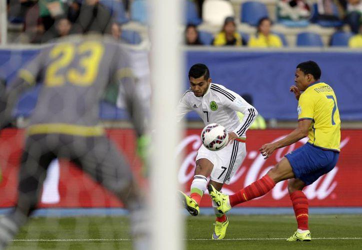 Jesús Corona dice que será más difícil hacerse de un hueco en la oncena titular del 'Tri' que disputará la Copa Oro. (AP)