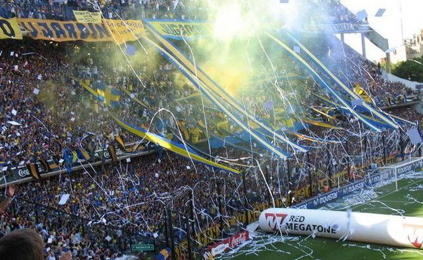 Los juegos pirotécnicos en la Bombonera  afectaron el duelo Boca-River disputado este domingo. (vavel.com/Archivo)