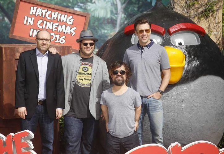 El productor John Cohen y los actores Josh Gad, Peter Dinklage y Jason Sudekis llegaron a Cancún para promocionar la película. (Israel Leal)