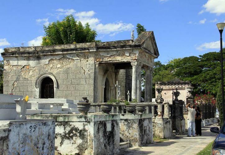 El cementerio general es bastante llamativo, no solo por su  belleza arquitectónica e historia; además por sus historias paranormales. (Archivo/ SIPSE)