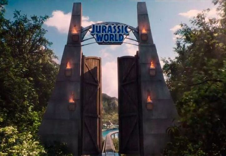 Jurassic World abre las puertas a una nueva aventura con los dinosaurios. Esto es lo poco que deja ver el primer tráiler oficial de la película. La imagen es una captura de pantalla del video que Universal Pictures subió a su canal de YouTube.