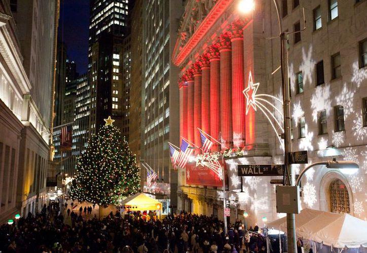 Las autoridades neoyorquinas detectaron amenazas potenciales de atentados terroristas en las fiestas navideñas. En la imagen, la concurrida zona de Wall Street. (Archivo/The Associated Press)