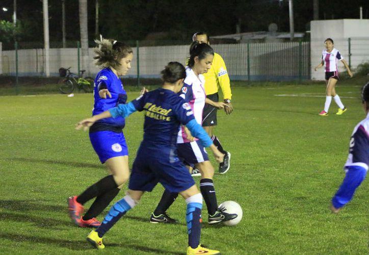 FC Heatmor tuvieron enfrente a las chicas del Deportivo Reencuentro, que no han tenido una buena temporada y se ubican en las últimas casillas de la tabla general. (Miguel Maldonado/SIPSE)