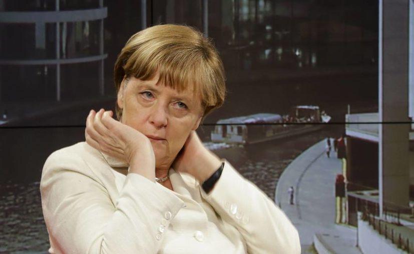 Angela Merkel concedió una entrevista a la televisión pública alemana, donde habló sobre las negociaciones de la deuda de Grecia. (AP)