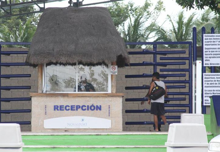 El centro deportivo Novasport que antes era el club Albatroz, anunció que cerrará sus puertas. (Sergio Orozco/SIPSE)