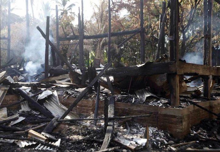 Los agresores no solo mataron a varias personas sino que incendiaron 40 casas. (Agencias)