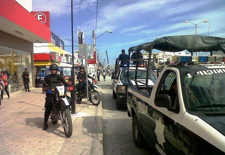 Los policías en algunas ocasiones llegan muy tarde para atender los reportes. (Archivo/SIPSE)