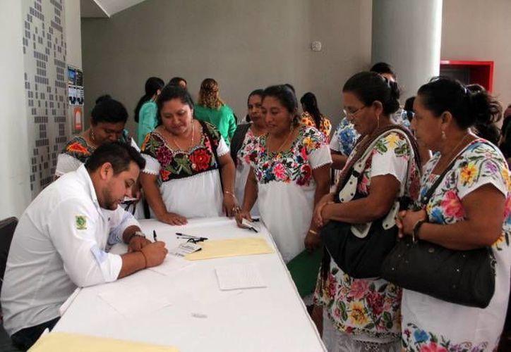 El Gobierno Federal planea aplicar dos mil 500 millones de pesos este año en desarrollo social en Yucatán. Casi 200 millones de pesos se entregan cada mes entre todos los programas. (Foto de contexto de SIPSE)