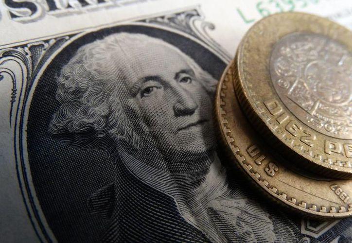 El billete verde se vende en 20.08 pesos. (Foto: Christian Coquet/SIPSE)