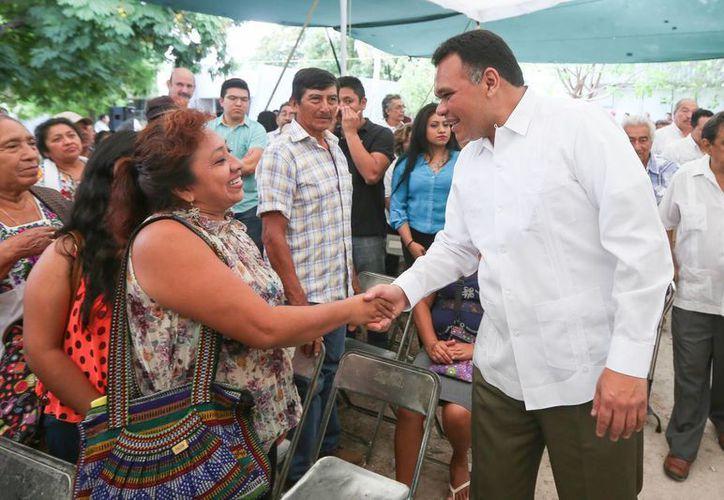 Este viernes el Gobernador de Yucatán presidió la entrega de recursos por más de 108 millones de pesos a pequeños y medianos productores ganaderos. (Foto cortesía del Gobierno de Yucatán)