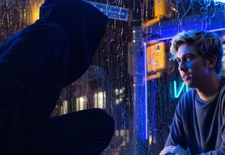 En el nuevo trailer de la película nos dejan ver un poco mejor, como será esta nueva imagen de Light interpretado por Nat Wolf (Foto: Netflix Latinoamerica)