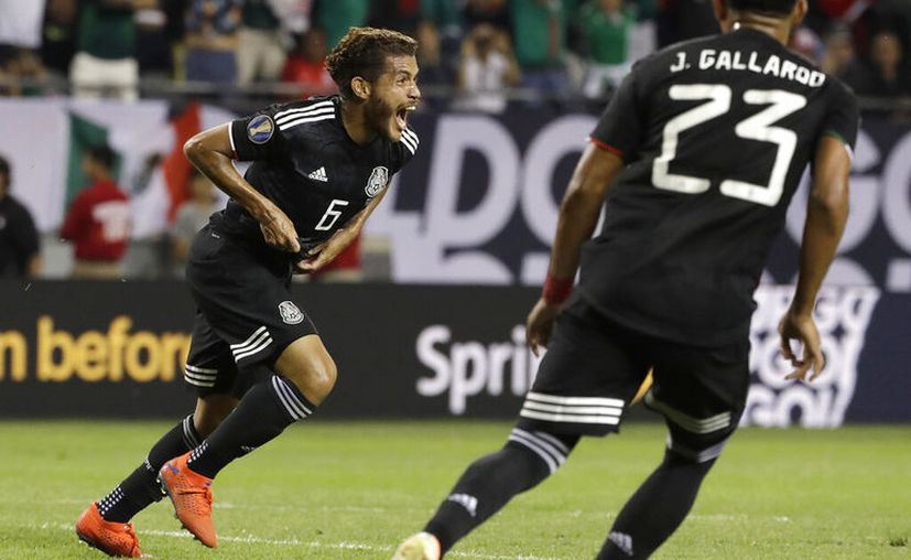El volante mexicano Jonathan Dos Santos (6) festeja tras anotar el gol en la victoria 1-0 ante Estados Unidos en la final de la Copa de Oro, en Chicago, el domingo 7 de julio de 2019. (AP Foto/Nam Y. Huh)