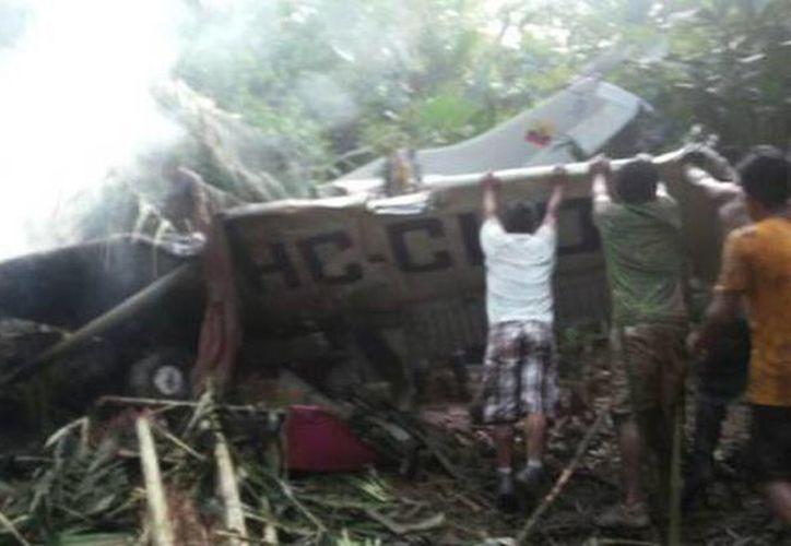 Imagen de la avioneta que cayó en Sarayaku. (Foto tomada por los habitantes de Sarayaku para El Comercio)