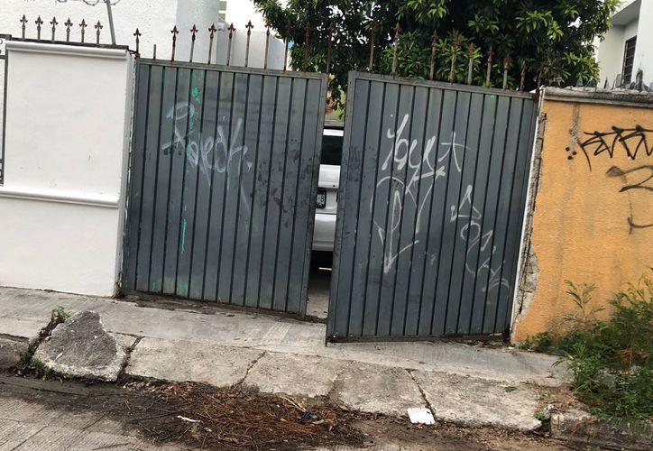 La vivienda que fue cateada por las autoridades policíacas el pasado martes. (Redacción/SIPSE)