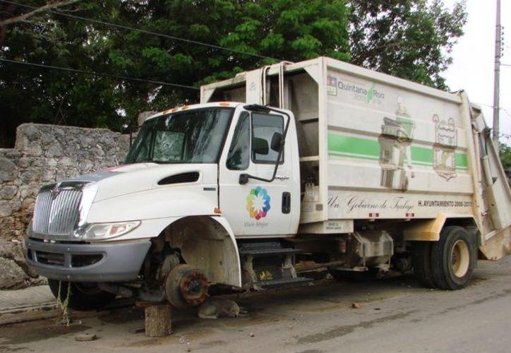 El único camión que quedaba operando para brindar el servicio sufrió un desperfecto. (Manuel Salazar/SIPSE)