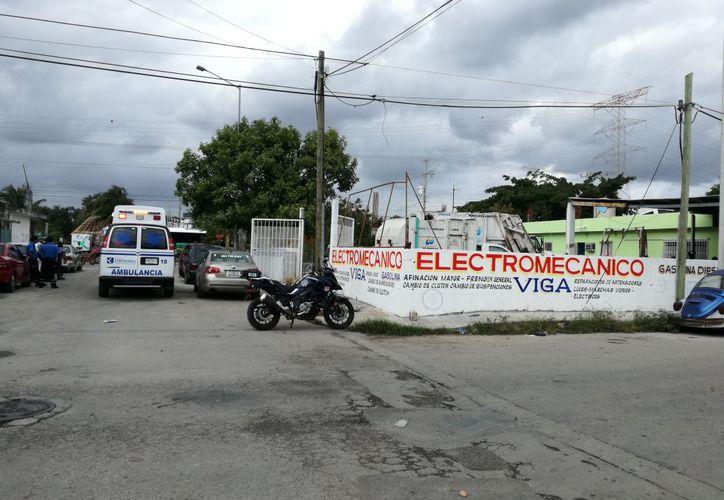 El hombre fue encontrado con una herida en el cuello en un taller mecánico de Playa del Carmen. (Foto: Redacción)