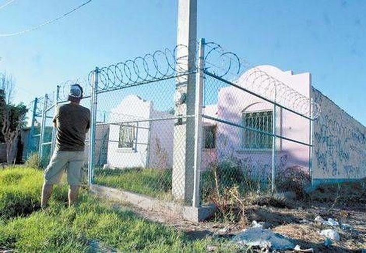Además de usar silbatos y teléfonos celulares, las autodefensas de Cajeme cercaron sus casas. (Milenio Digital)