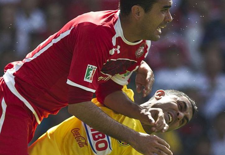 América le metió un susto de muerte a Toluca al ganarle el partido 2-1, pero no fue suficiente para pasar a la final del Apertura 2012. (Agencias)