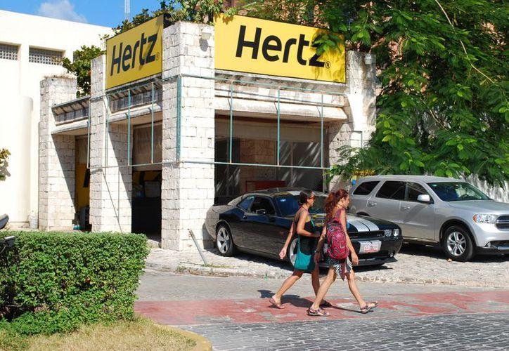 Buscarán ampliar la entrega del tarjetón turístico a las arrendadoras de autos. (Redacción/SIPSE)