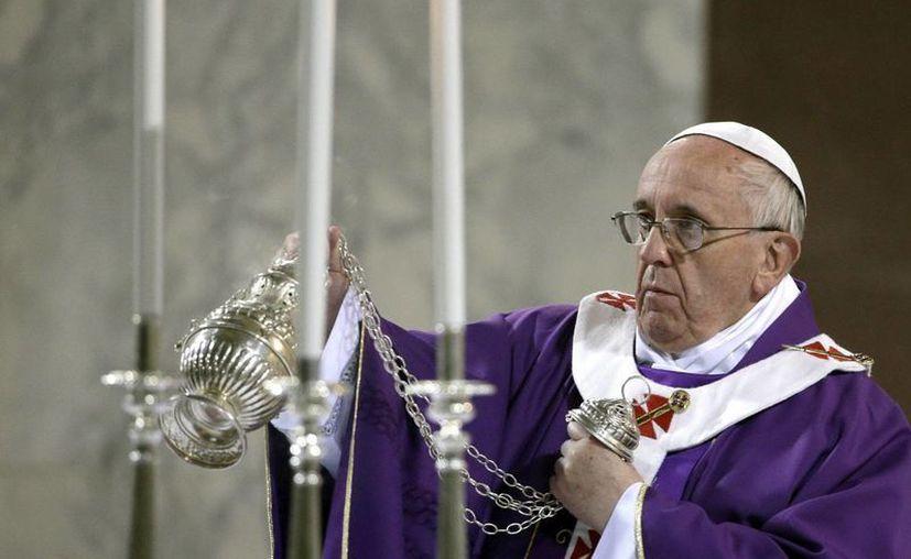 El Papa Francisco oficia la misa del Miércoles de Ceniza en la iglesia de Santa Sabina en Roma, Italia, el 5 de marzo de 2014. (EFE/Archivo)