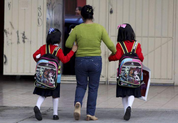 Alumnos de todo México retomarán sus clases este lunes. (Foto: La Razón)