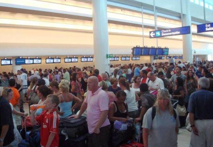 Los destinos de Q. Roo cuentan con una conectividad aérea que facilita la llegada de turismo nacional e internacional. (Archivo/SIPSE)