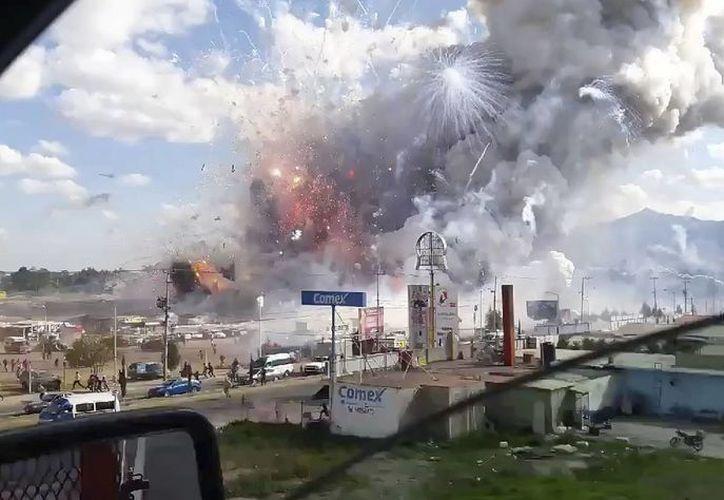 La explosión se sintió a varios kilómetros a la redonda. (AP/José Luis Tolentino)