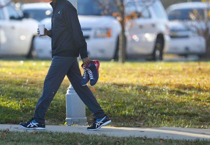 El presidente Barack Obama llega para un partido privado de baloncesto en Fort McNair en Washington. (AP/Pablo Martínez Monsiváis