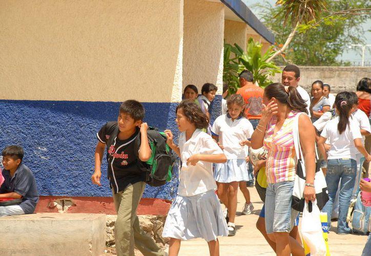 """Las """"cuotas voluntarias"""" escolares no deben ser obligatorias. (Enrique Mena/SIPSE)"""