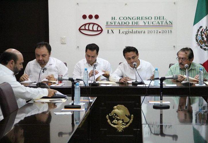 Diputados integrantes de comisiones legislativas recibieron las iniciativas que envió el Ejecutivo, a fin de comenzar su análisis. (SIPSE)