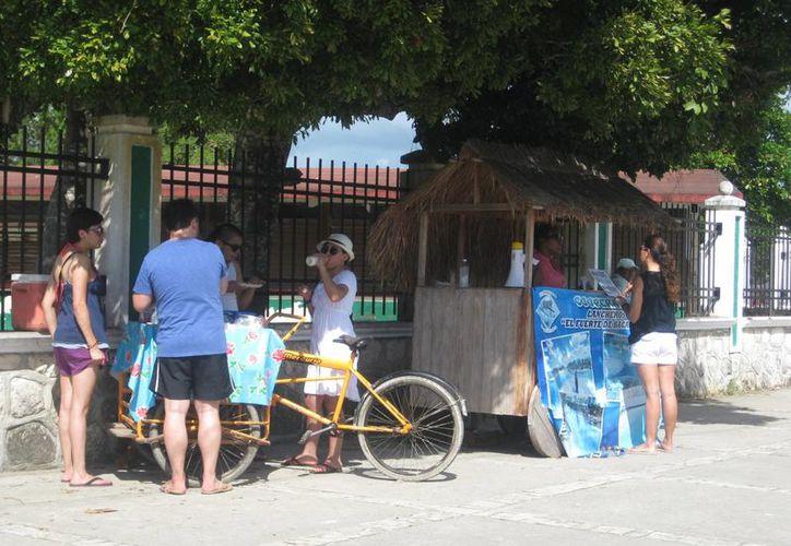 En temporada vacacional los negocios ambulantes aumentan hasta el 30%. (Foto: Javier Ortiz/SIPSE)