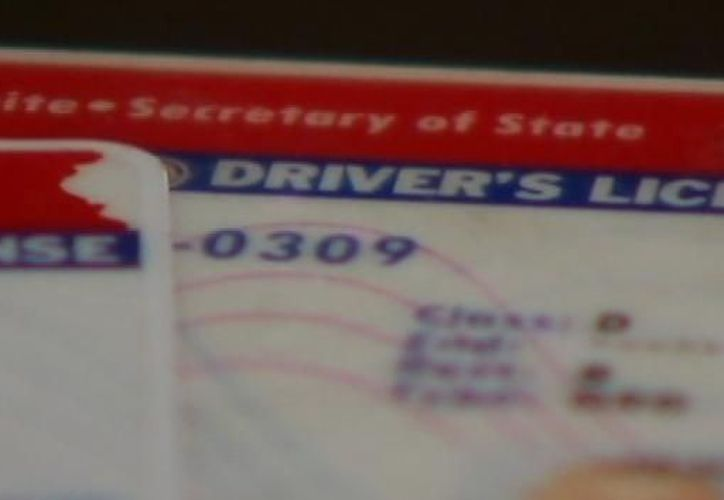 La licencia de conducir regular que es de color rojo y para todos los residentes. (telemundochicago.com)