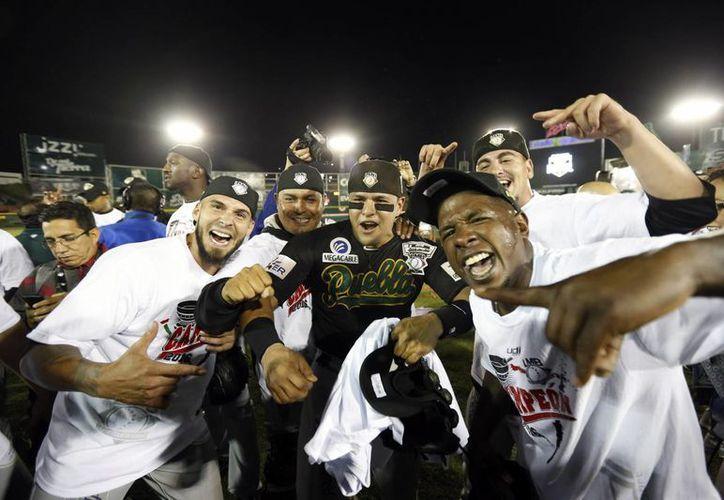 El equipo Pericos del Puebla se coronó campeón en el sexto juego de la Serie del Rey de la Liga Mexicana de Béisbol al vencer 2-0 a los Toros de Tijuana, en el estadio Gasmart. (Notimex)