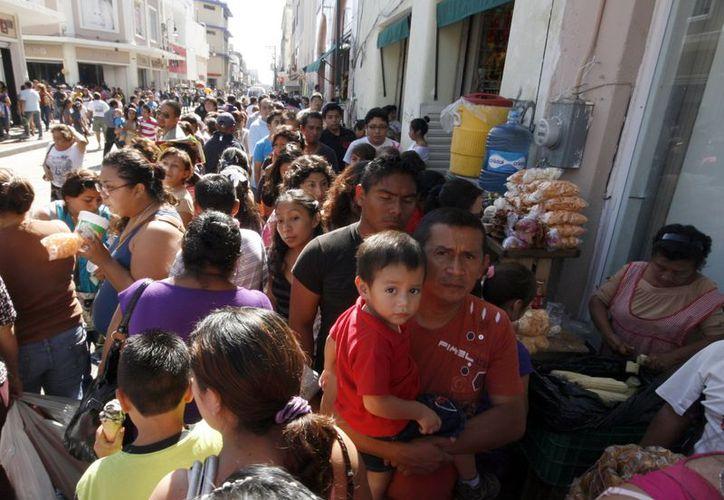 Salir de compras en medio de la multitud puede generar estrés. (Antonio Sánchez/SIPSE)