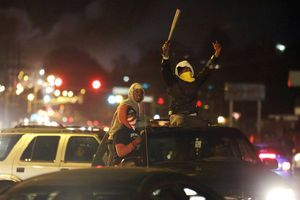 Decisión en Ferguson desata violencia en EU