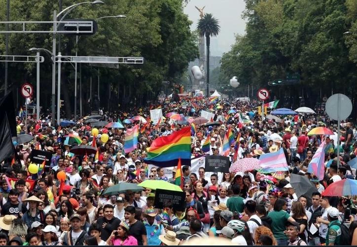Cerca de 200 personas se congregaron en Florencia y Paseo de La Reforma. (Twitter)