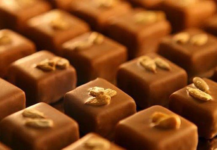 El cierre de fronteras de Costa de Marfil, el mayor productor de cacao, podría reducir la producción mundial de chocolate. (RT)
