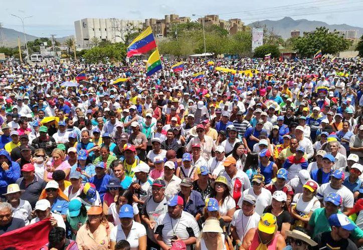 Este miércoles miles de venezolanos marcharon en respuesta a las convocatorias lanzadas por Nicolás Maduro y Juan Guaidó. (Twitter/@jguaido)