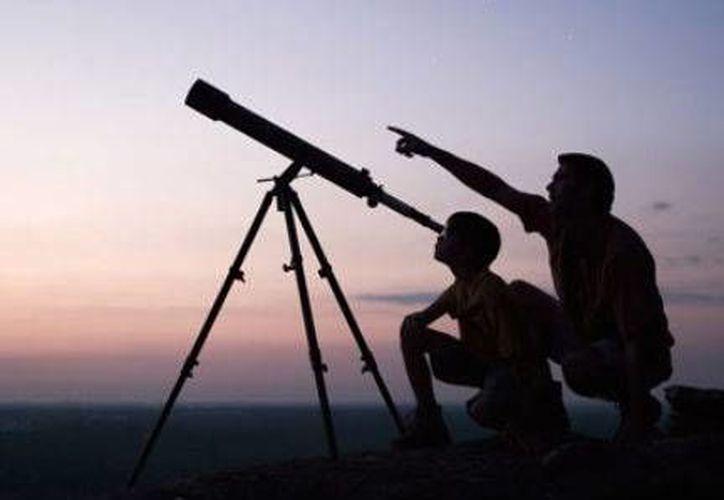 El Planetario invitará a los propietarios de telescopios a que se presten al público en general para realizar una fiesta gastronómica en Cancún. (Foto/Internet)