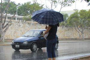 Intenso y prolongado aguacero baña a Mérida este viernes