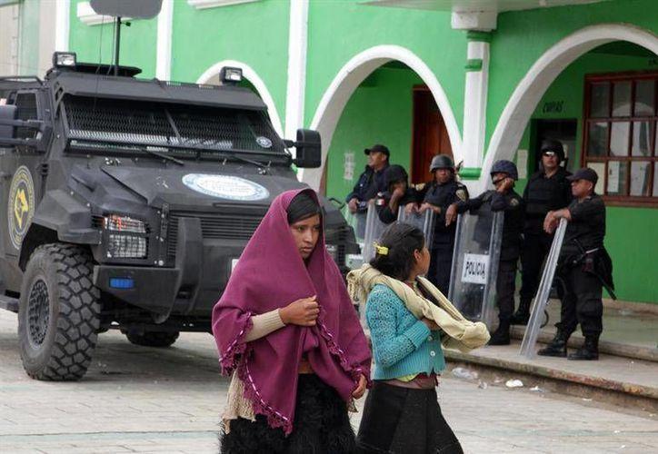 Plaza municipal de San Juan Chamula en Chiapas, donde cinco personas fueron asesinadas este sábado durante una manifestación. (EFE)
