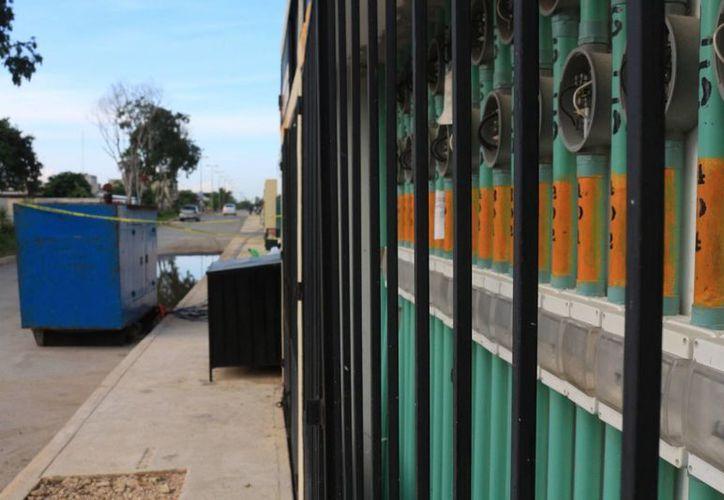Además de la falta de luz, también padecen en el suministro de agua, porque tampoco tienen el servicio completo de Aguakán. (Adrián Barreto/SIPSE)