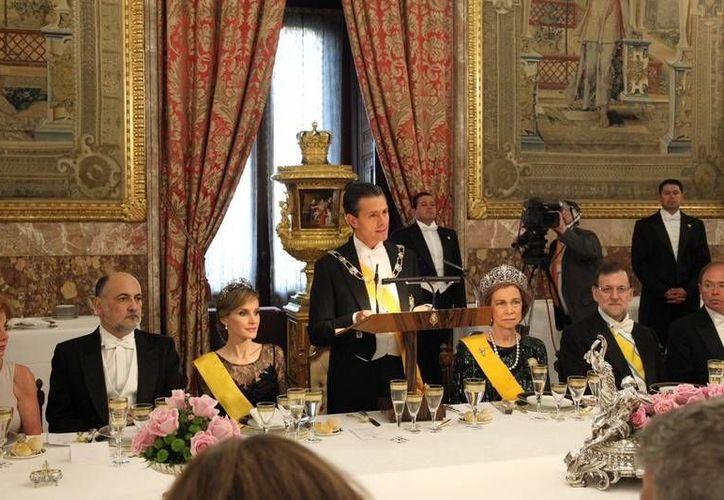 Los Reyes de España ofrecieron una recepción al presidente Peña Nieto, su esposa y comitiva, en el Palacio Real de Madrid. (Casa Real Española)
