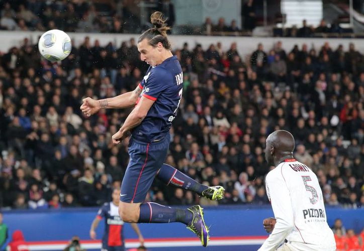 Este es el remate con el que Zlatan consiquió su tercer gol de la jornada. (Agencias)