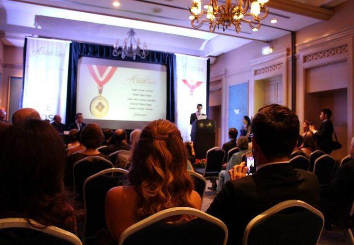 Imagen de la tercera entrega de Medallas Generación Anáhuac 2013  en el Gran Salón Yucatán del Hotel Fiesta Americana. (Milenio Novedades)