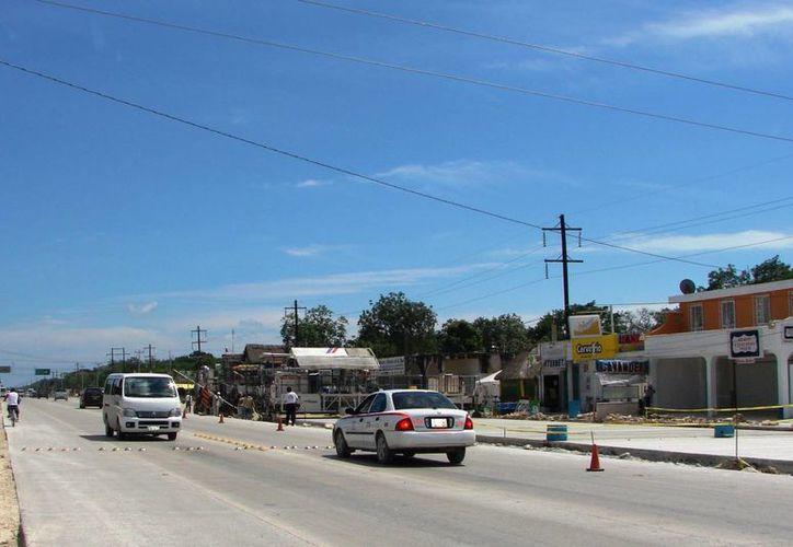 Ciudadanos consideran un riesgo transitar por el tramo carretero municipalizado, por la falta de señalamientos vehiculares. (Rossy López/SIPSE)